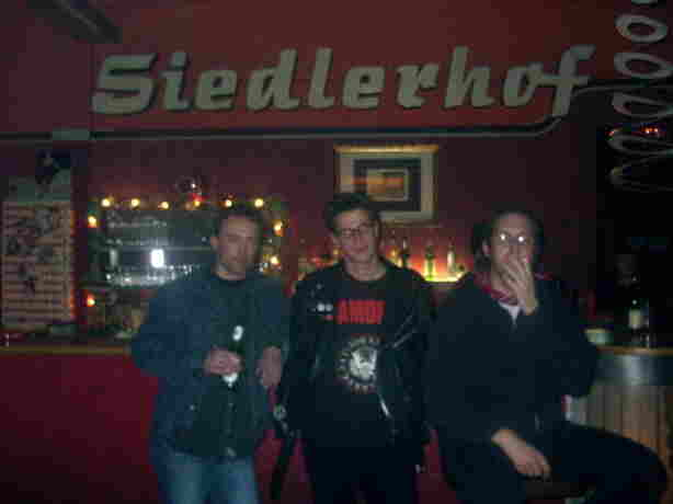The Umlaut before or after their first gig at Augsburg's legendary 80es underground club, Siedlerhof, April 9, 1988, which catapulted them straight into the stratosphere. Exactly 15 years later, they were to re-emerge from zombiespace and materialize at the Canteen.